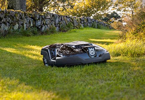 Husqvarna Automower 310 auf Wiese